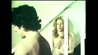 Дрюча девушку в позиции древнего трактата любви- Кама Сутры наездницы, казахский развратник щупает ее за титьки и спускает сперму от перевозбуждения